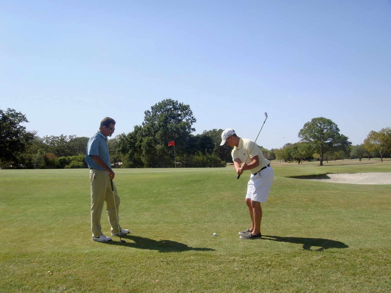 Golfer gets lesson at Brenham Country Club