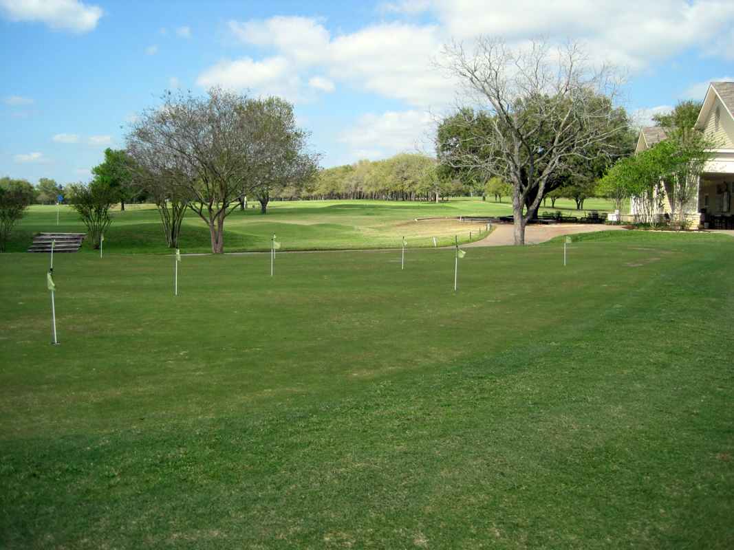 Brenham Country Club has a practice putting green open to public
