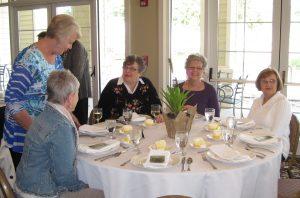 Members at Brenham Country Club enjoy dinner